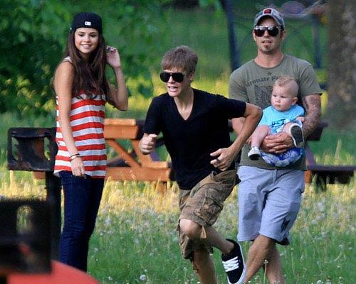 Justin Bieber 'yêu' Selena Gomez mọi lúc, mọi nơi - 2