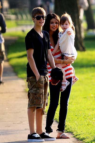 Justin Bieber 'yêu' Selena Gomez mọi lúc, mọi nơi - 3