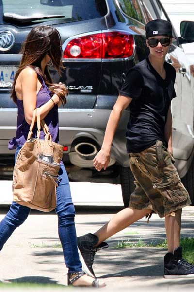 Justin Bieber 'yêu' Selena Gomez mọi lúc, mọi nơi - 4