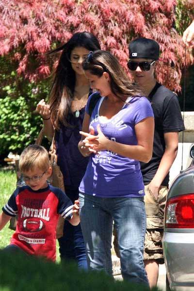 Justin Bieber 'yêu' Selena Gomez mọi lúc, mọi nơi - 6