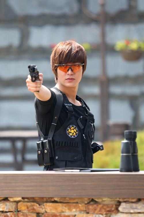 Phim mới Lee Min Ho: Dù hot vẫn ế - 2
