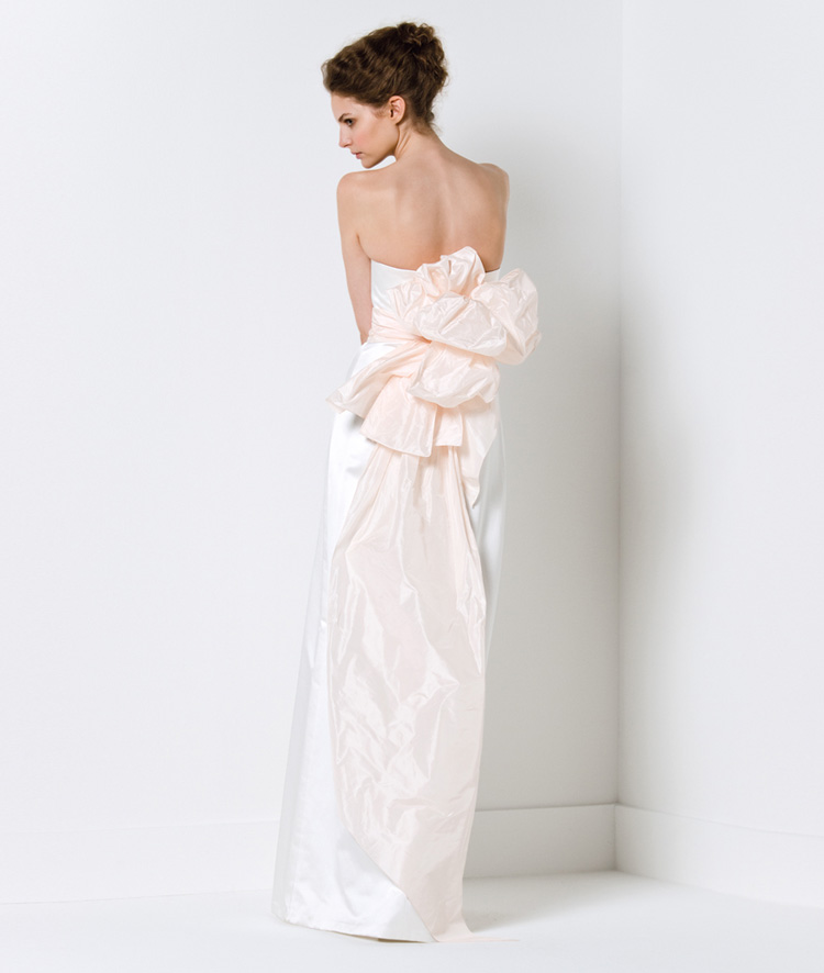 Chọn váy cưới cho cô dâu nhỏ nhắn - 18