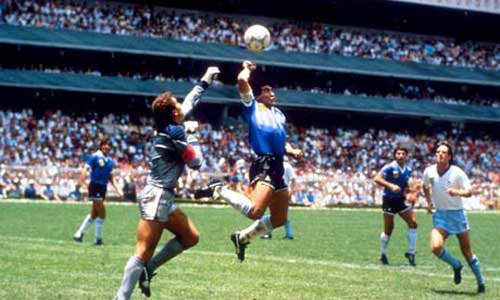 """Maradona: Sự nghiệp lẫy lừng của """"cậu bé vàng"""" - 2"""