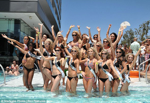 Đại tiệc bikini sexy của Hoa hậu Mỹ 2011 - 2