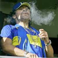 """Maradona: Sự điên loạn của """"cậu bé vàng"""""""