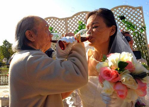 Cụ ông 81 lấy vợ kém tuổi cháu mình - 1