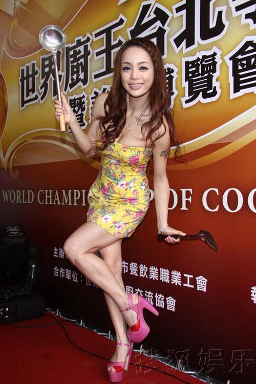 """Sao Hoa ngữ """"dậy sóng"""" với váy bó sexy - 10"""