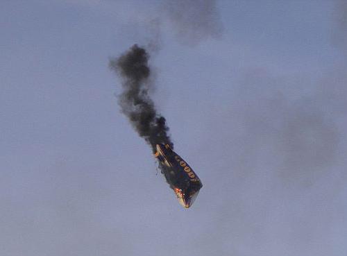 Video: Khinh khí cầu bốc cháy giữa trời - 1