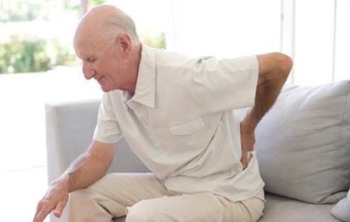 Khi người cao tuổi đau lưng - 1