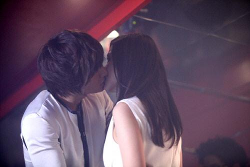"""Những nụ hôn """"đốt cháy"""" màn ảnh Hàn - 3"""