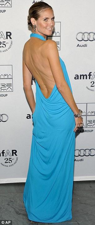 """Heidi Klum hằn... """"vết"""" ở ngực - 4"""