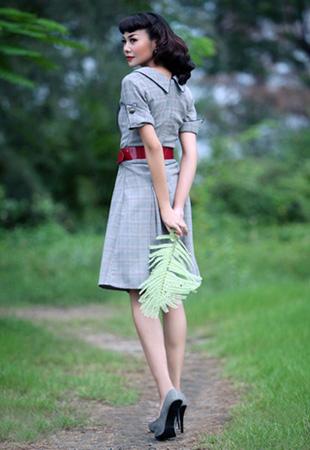 Thanh Hằng đẹp lạ với đầm cổ điển - 3