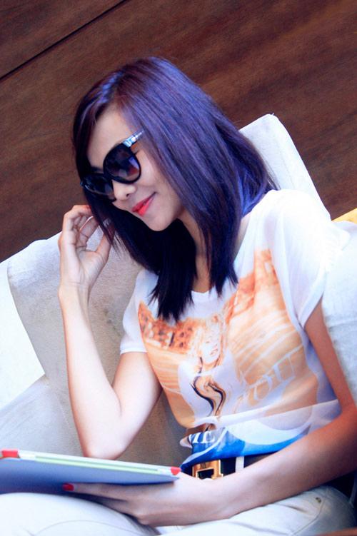 Thanh Hằng đẹp lạ với đầm cổ điển - 21