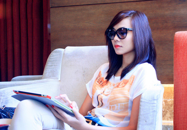 Thanh Hằng đẹp lạ với đầm cổ điển - 20