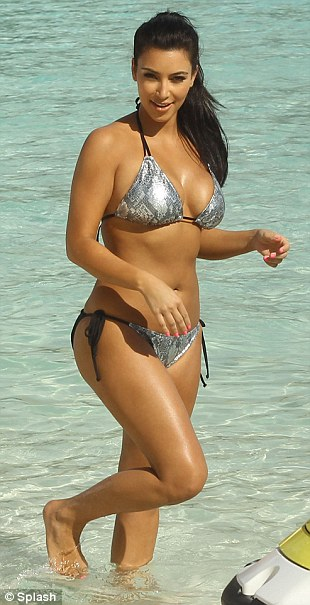 Kim &quot;siu vng 3&quot; gy st vi bikini, Thi trang, Kim Kardashian, Kim sieu vong 3, nguoi dep sieu vong 3,