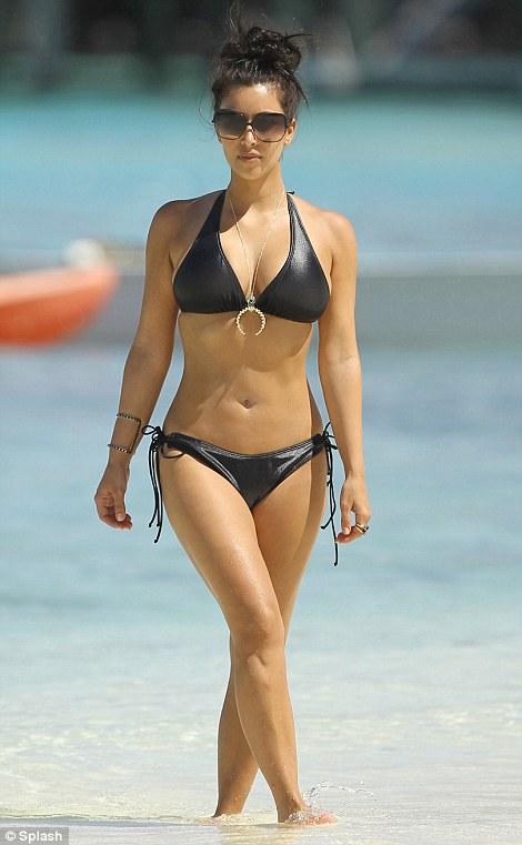 """Kim """"siêu vòng 3"""" gây sốt với bikini - 5"""