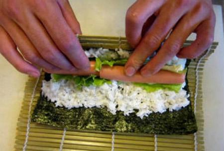 Sushi cuộn xúc xích 4