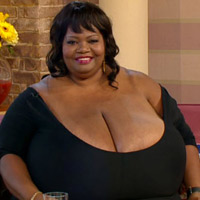 Cô gái ngực khủng tái xuất truyền hình
