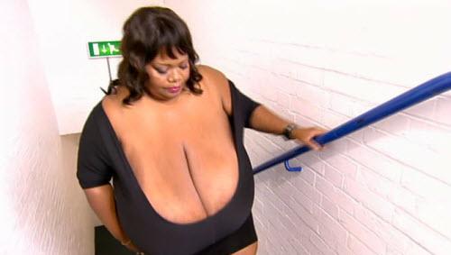 Cô gái ngực khủng tái xuất truyền hình - 1
