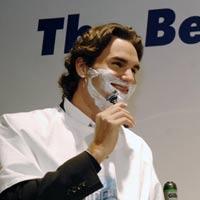 Video thể thao: Cạo râu hộ… Federer