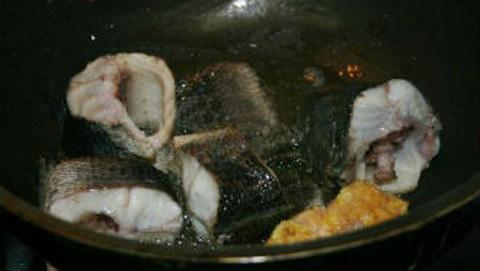Cá kho chuối xanh - món ngon dân dã - 5