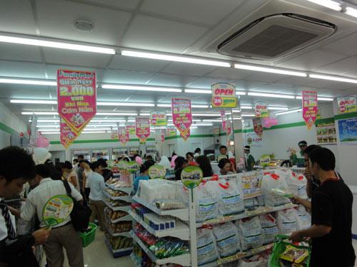 FamilyMart khai trương cửa hàng mới - 2