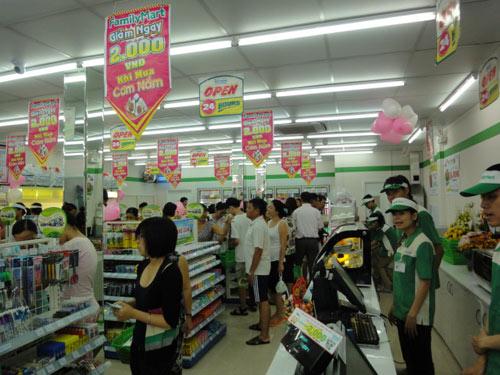 FamilyMart khai trương cửa hàng mới - 3