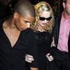 Madonna nối lại tình xưa với phi công trẻ