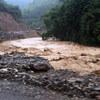 Cảnh lũ quét nhấn chìm miền tây Nghệ An