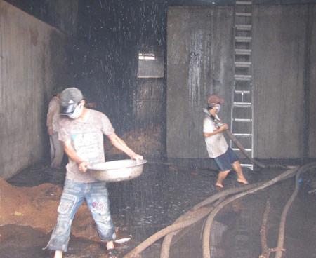Nghệ An: Cháy lớn ở nhà máy gỗ - 1