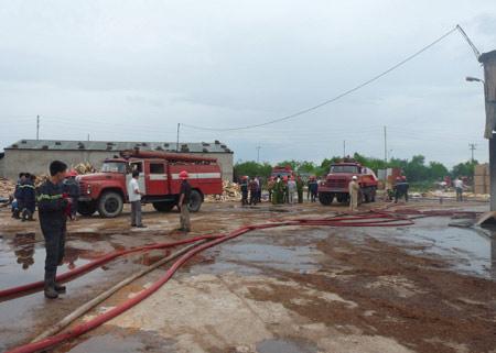 Nghệ An: Cháy lớn ở nhà máy gỗ - 4