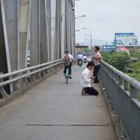 """Ám ảnh cây cầu """"nuốt"""" mạng người"""