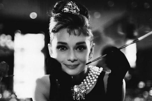 Váy của Lý Nhã Kỳ: Chat với Coco Chanel! - 2