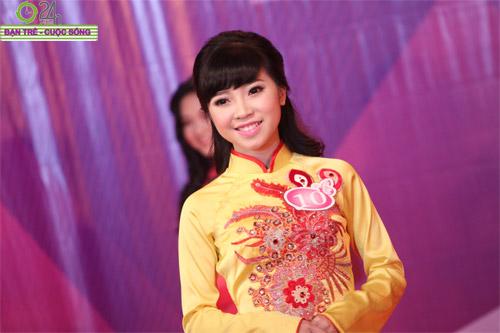 Nét duyên dáng của thiếu nữ Hà Nội - 10