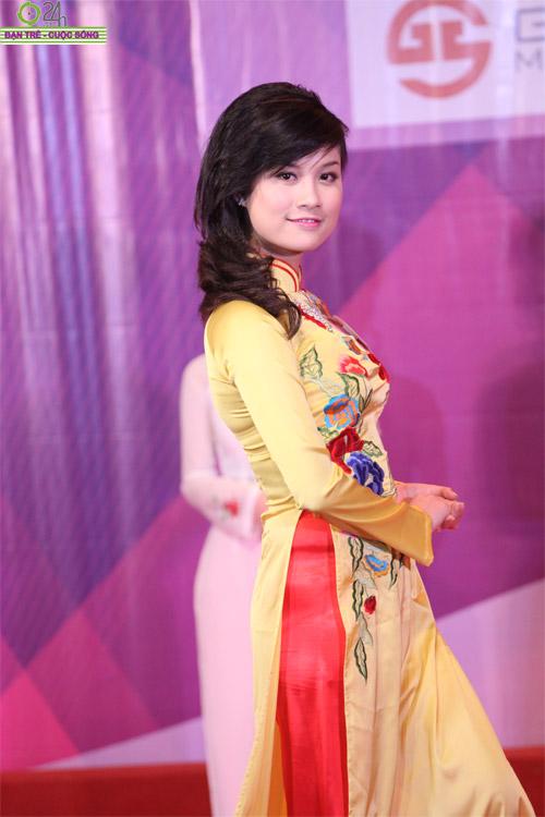 Nét duyên dáng của thiếu nữ Hà Nội - 16