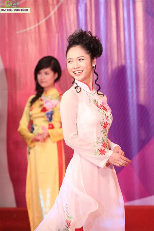 Nét duyên dáng của thiếu nữ Hà Nội - 22