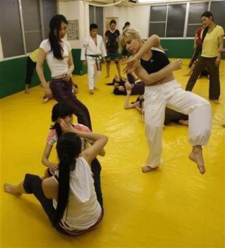 Đột nhập lò khổ luyện chân dài của Nhật - 3