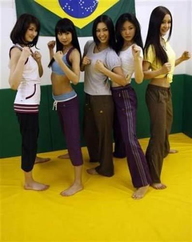 Đột nhập lò khổ luyện chân dài của Nhật - 4
