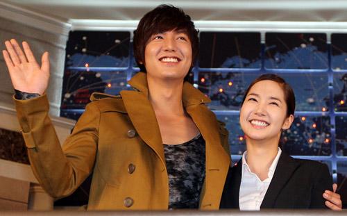 Phát sốt vì tin Lee Min Ho vẫn đang yêu - 6