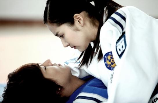 Phát sốt vì tin Lee Min Ho vẫn đang yêu - 3