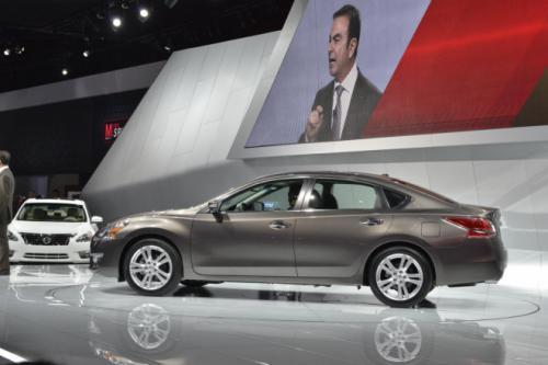 Nissan Altima – sedan cỡ trung giá mềm - 2