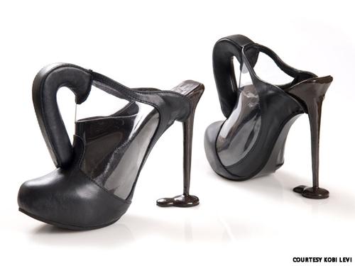 Những đôi giày cao gót kỳ quái - 3