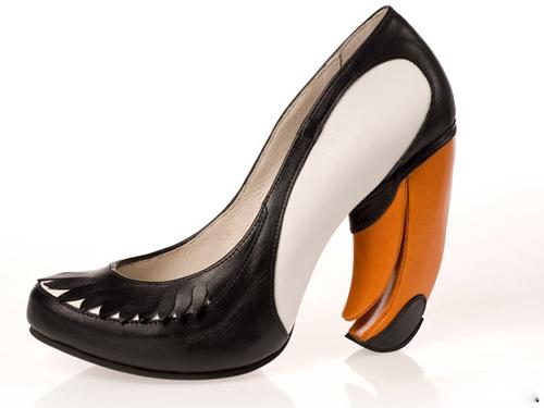 Những đôi giày cao gót kỳ quái - 12