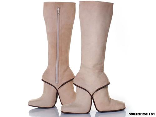 Những đôi giày cao gót kỳ quái - 8