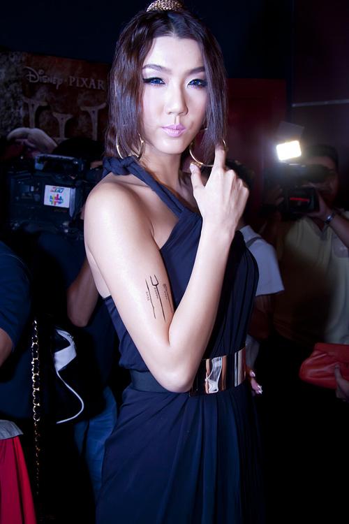 Angela Phương Trinh vai trần vẫn sến - 8