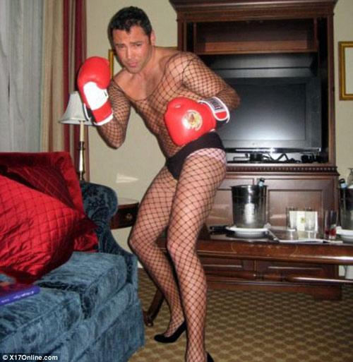 """De La Hoya """"hạ gục"""" chân dài Playboy - 2"""