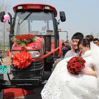 Ấn tượng màn rước dâu bằng máy kéo