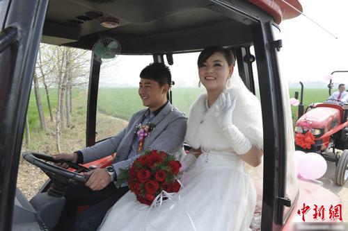 Ấn tượng màn rước dâu bằng máy kéo - 3