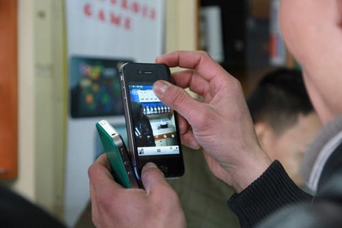 """HKPhone 4S-Retina: Không chỉ """"tốt nước sơn"""" - 5"""