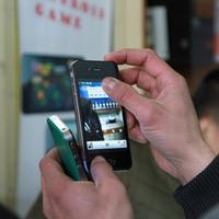 """HKPhone 4S-Retina: Không chỉ """"tốt nước sơn"""""""